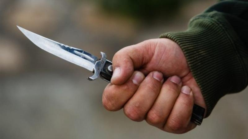 Paytaxtda dava - Güləşçi bıçaqlandı