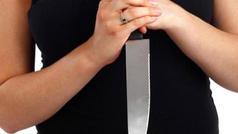 Bakıda sərxoş qadın kafe sahibəsini bıçaqladı
