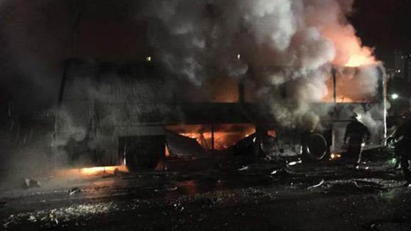 Mikroavtobus minaya düşdü - 11 dinc sakin öldü