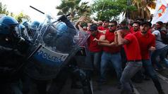 İtaliyada toqquşma - Gözyaşardıcı qaz tətbiq olundu