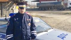 Azərbaycanlı polisdən QƏHRƏMANLIQ - 4 uşağı ölümdən qurtardı