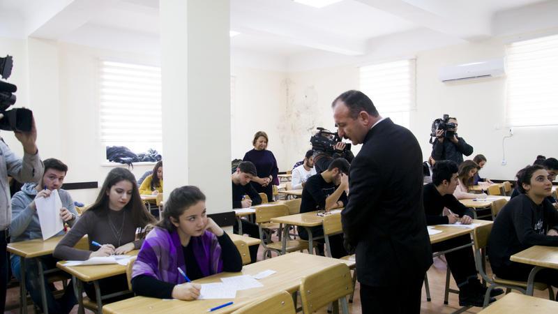 Dillər Universitetində bir İMTAHAN GÜNÜ - YAŞANANLAR - FOTO