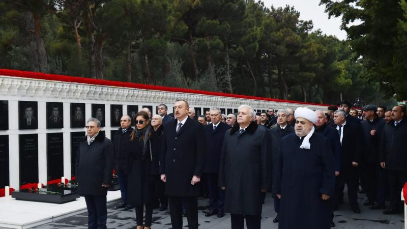 İlham Əliyev və birinci xanım Şəhidlər Xiyabanını ziyarət etdi - FOTO