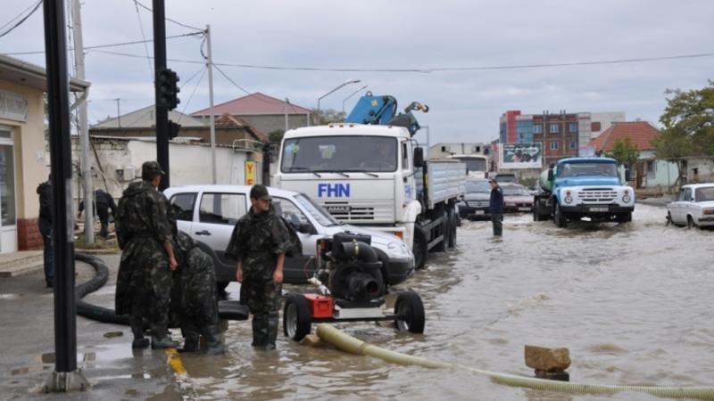 Güclü yağış Yevlaxda fəsadlar törətdi