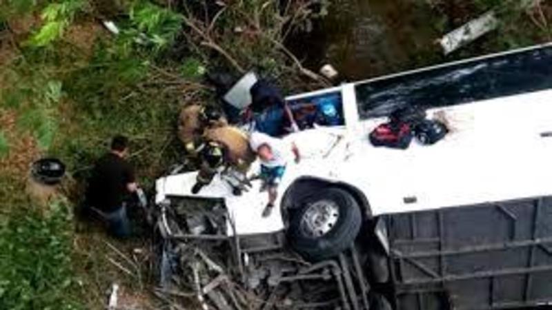 Avtobus yük maşını ilə TOQQUŞDU - Dəhşətli qəzada 24 nəfər öldü - FOTO