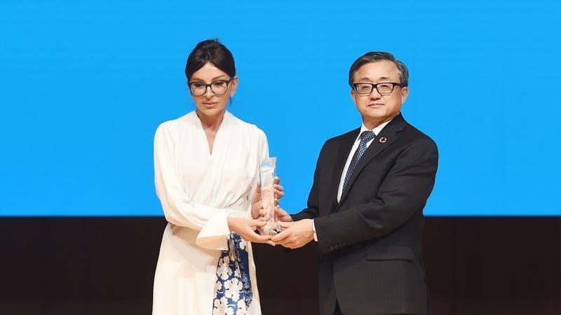 Mehriban Əliyeva BMT-nin xüsusi mükafatına layiq görüldü - FOTO