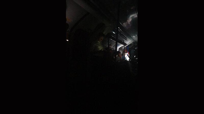Elektrik enerjisi kəsildi, metro və qatarlar dayandı - Ölkənin ən böyük şəhərində TƏŞVİŞ