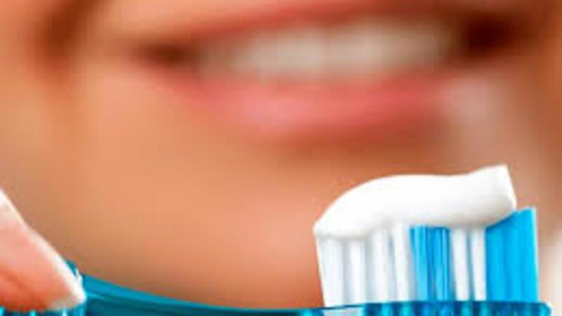 Məşhur həkim AÇIQLADI: Dişlərinizi vaxtlı-vaxtında fırçalamasanız...