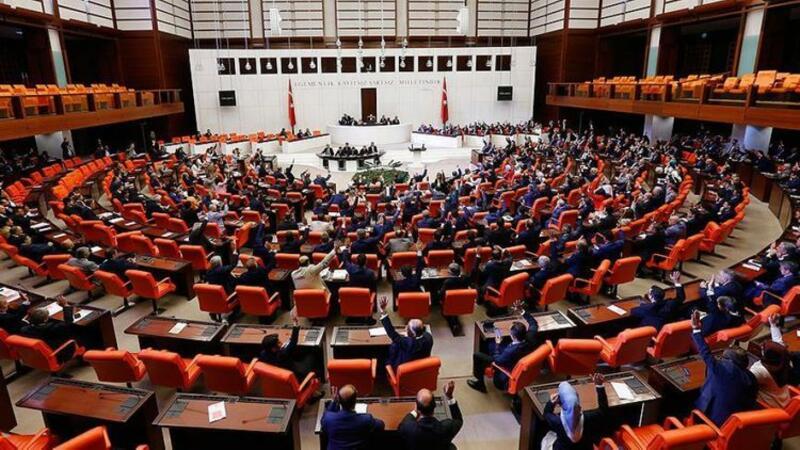 Hökumətdən 13 və 14-cü maaş, təqaüd tələbi - Parlament qarşısında...