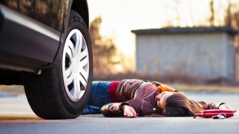 Bakıda 17 yaşlı qızı avtomobil vurdu