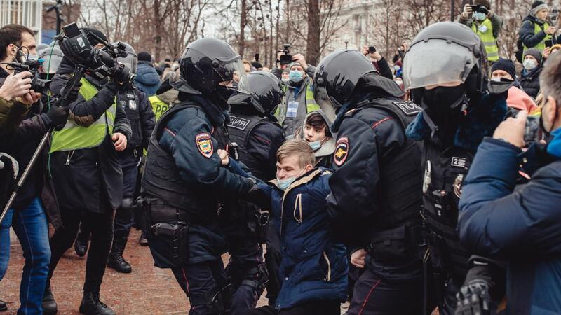 Rusiyada saxlanılanların sayı 600-ü keçdi
