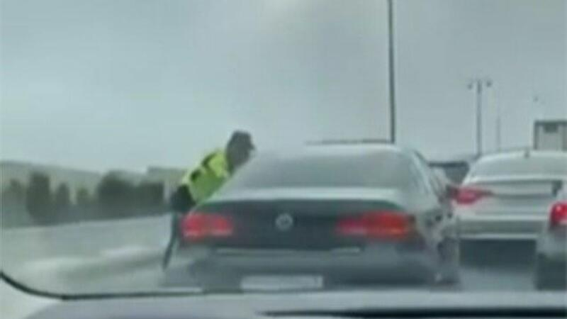 Bakıda sürücü polisdən qaçmaq üçün 10 maşını əzdi və...- VİDEO