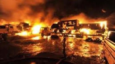 Benzindaşıyan avtomobil partladı: 182 ölü